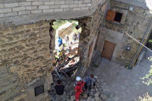 Italiją supurtė stiprus žemės drebėjimas: žuvo mažiausiai 120 žmonių