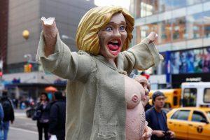 Niujorke šurmulį sukėlė apsinuoginusios H. Clinton statula