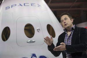 """""""SpaceX"""" nustatė raketos sprogimo priežastį ir planuoja atnaujinti skrydžius"""