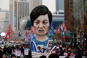 Atidedamas balsavimas dėl Pietų Korėjos prezidentės apkaltos