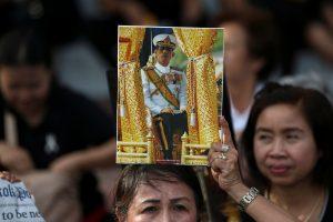 Tailande ruošiamasi sosto perėmimui