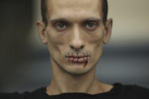 Rusijos menininkui pareikšti kaltinimai dėl Paryžiaus banko padegimo