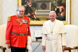 Maltos vadovas atsistatydino popiežiaus prašymu