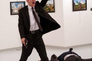 Pasaulio spaudos fotografijos laurai – Rusijos ambasadoriaus žudiko nuotraukai