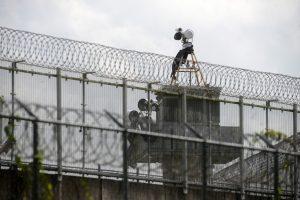 Meksikoje iškasę tunelį pabėgo 29 kaliniai
