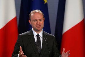 Skandalo epicentre atsidūręs Maltos premjeras šaukia pirmalaikius rinkimus