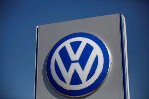 """""""Volkswagen"""" gamyklos Slovakijoje darbuotojai išsireikalavo didesnių algų"""