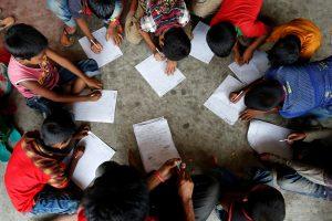 Bangladeše musulmonų mokykloje sudeginti mokinių telefonai