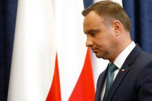 Lenkijos prezidentas pasirašė vieną iš trijų ginčijamų teismų įstatymų