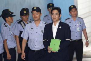 """Korupcija kaltinamam """"Samsung"""" vicepirmininkui gresia 12 metų kalėjimo"""