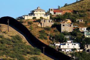 D. Trumpas kartoja: už sienos statybą sumokės Meksika