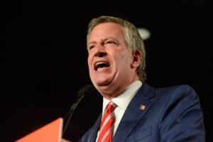 Niujorko meras anuliavo draudimą šokti klubuose