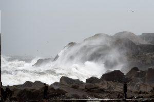 Airijoje audrai nuo uolos nubloškus furgoną žuvo turistė