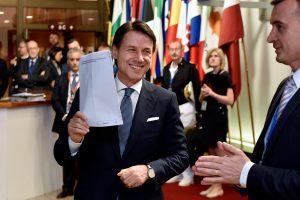 Po įtemptų derybų ES lyderiai susitarė dėl migracijos: nusileido ir Italija