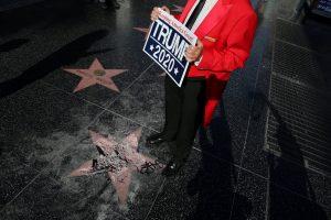Holivudo šlovės alėjoje nebeliks D. Trumpo žvaigždės?