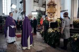 Sukrėsta Lenkija atsisveikina su nužudytu Gdansko meru