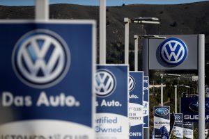 """""""Volkswagen"""" po skandalo atleis 30 tūkst. darbuotojų"""