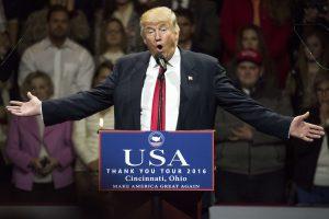 D. Trumpas žada užkirsti kelią darbo vietų perkėlimui iš JAV į užsienį