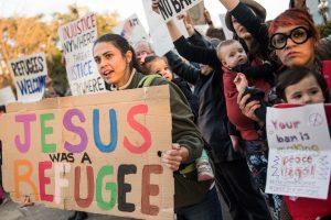 Th. May: D. Trumpo sprendimas dėl imigrantų – skaldantis ir neteisingas