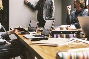 Tyrimas: giminaičių bei draugų knibžda ir privačiose įmonėse