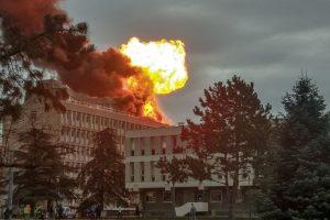 Liono universitete sprogo dujų balionai, yra nukentėjusiųjų