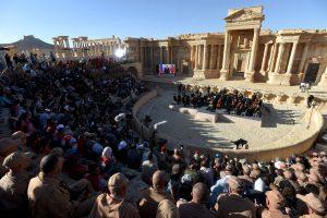 Kremliaus šou Sirijoje: rusų muzikantai koncertavo karo nusiaubtame mieste
