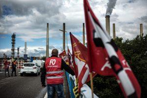 Prancūzija privers streikuojančius geležinkelininkus grįžti į darbą?