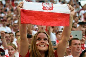71 proc. lenkų mano, kad jų valstybė turėtų ginti Baltijos šalis