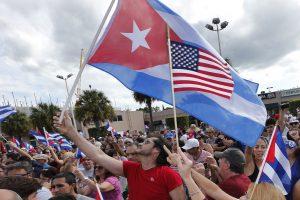 D. Trumpas grasina nutraukti JAV ir Kubos santykių atšilimą