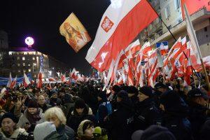 Lenkijoje tūkstančiai žmonių protestavo prieš demokratijos suvaržymus