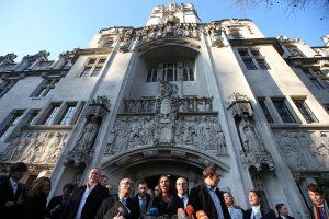 """Teismas sudavė smūgį Th. May norui kuo greičiau pradėti """"Brexit"""" procesą"""
