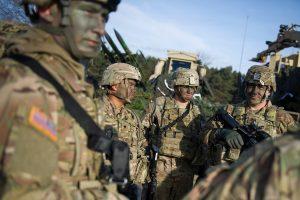 Latviją ir Estiją pasiekė rotuojamų JAV karių grupė su karine technika