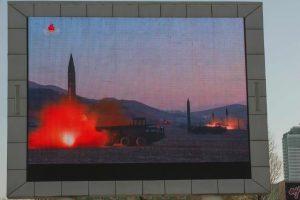 Šiaurės Korėja: naujausi raketų paleidimai – smūgio JAV bazėms pratybos