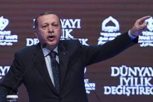 "Turkija įspėja ""fašistinius Nyderlandus"""