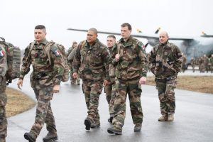 Į Estiją bus atgabenta pirmoji NATO bataliono karinės technikos siunta