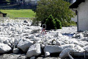 Šveicarijos Alpėse dėl naujos nuošliaužos paskelbta evakuacija