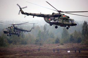 """Rusija neigia po """"Zapad"""" pratybų palikusi karius Baltarusijoje"""