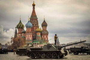 S. Lavrovas pasišaipė iš britų armijos vado dėl Rusijos palyginimo su IS