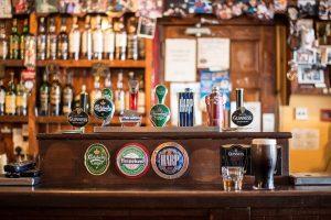 Barų ir restoranų atstovai: uždraudus alkoholio reklamą patirtume nuostolių