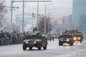 Beveik 2 tūkst. karių žygiavo šimtmetį mininčios kariuomenės parade