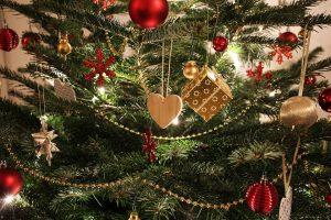 Nupuoštas kalėdines eglutes paverskite namų šiluma