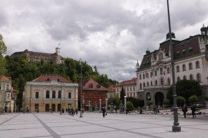 Streikuojant viešojo sektoriaus darbuotojams Slovėnija didina pensijas