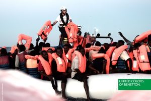 """""""Benetton"""" – kritika dėl reklamų su išgelbėtų migrantų nuotraukomis"""