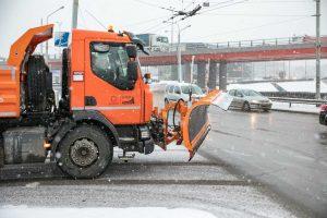Sostinės gatvių barstymui savaitgalį panaudota 20 vagonų druskos