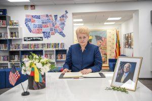 Lietuvoje pagerbiamas JAV senatoriaus J. McCaino atminimas