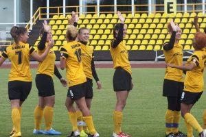 Moterų futbolo pirmenybėse viešnios ir šeimininkės pasidalijo po pergalę