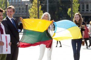 Ketvirtadalis nuo karo priglaustų Ukrainos moksleivių ateitį sieja su Lietuva