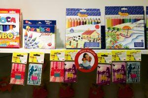 Prekybos centruose mokyklinių prekių pirkti neskubama