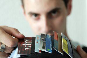 Lojalumo kortelės: dalijami milijonai, bet pirkėjai netampa lojalesni