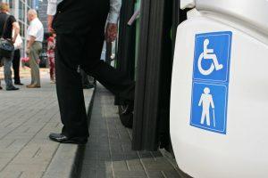 Kviečia vežėjus pritaikyti transportą neįgaliesiems ir dviratininkams